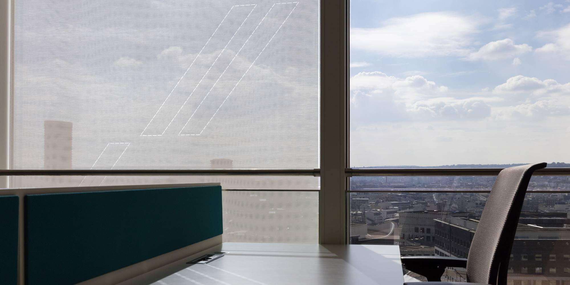 Dessin exclusif sur écran solaire monté en store enrouleur