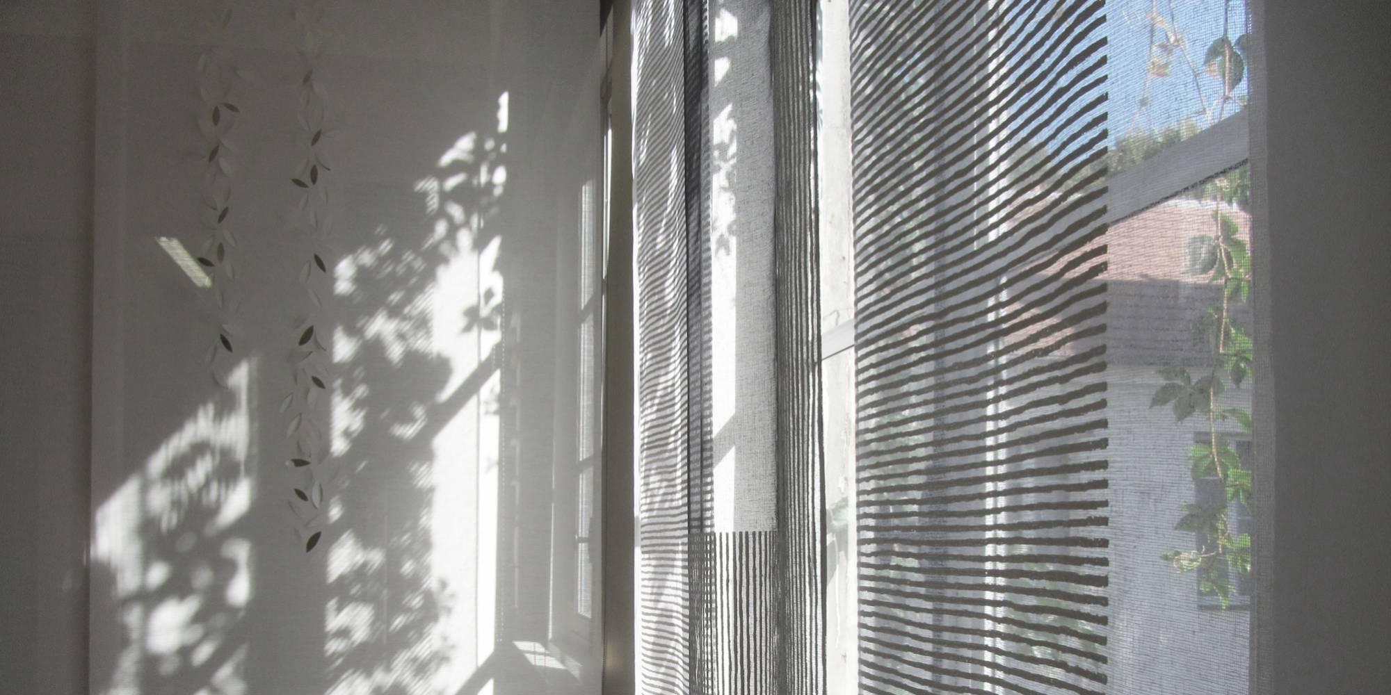 """Dessins """"sieste"""" et """"guirlande de feuilles"""" : habillage de fenêtre & séparation espaces"""