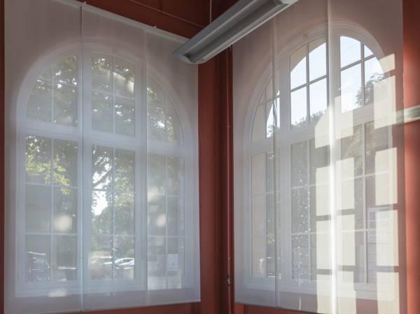 Protection solaire pour une salle de conseil-3