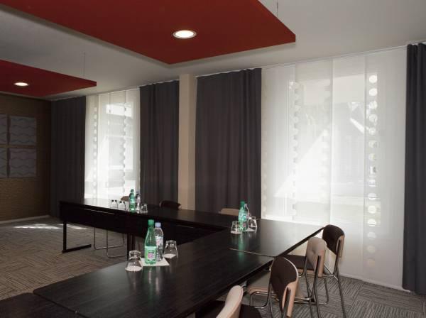 Protection solaire & occultation pour une salle de réunion-1