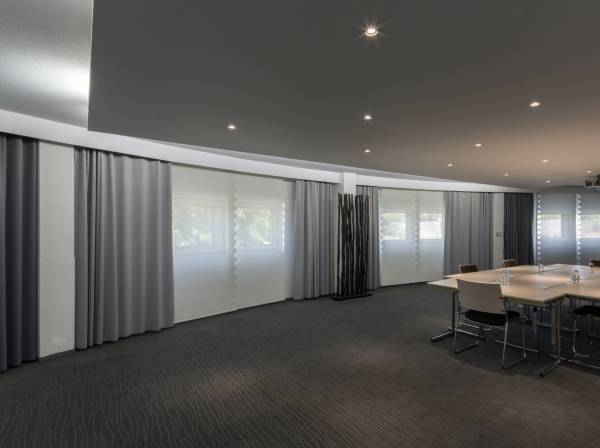 blackout-curtains-for-meeting-room-1