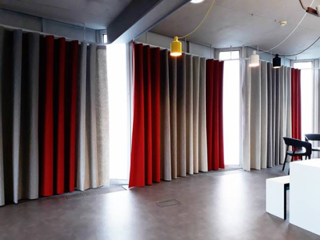 XL-wave-curtains-in-felt-general-view-2