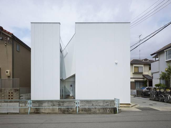 A slide of city - Alphaville - Photographie :Toshiyuki Yano