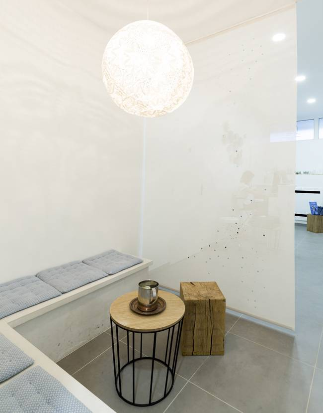 Space divider for Blå Spa waiting room