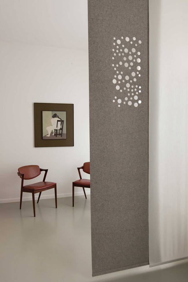 Acoustic sliding panel in grey felt with our « bubbles» design in digital cut and plain translucent panels in off-white
