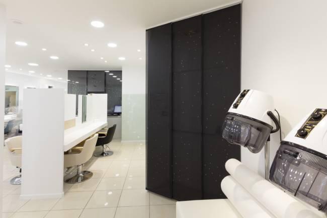 Vue d'ensemble : panneaux en écran solaire noir avec notre dessin « voie lactée »