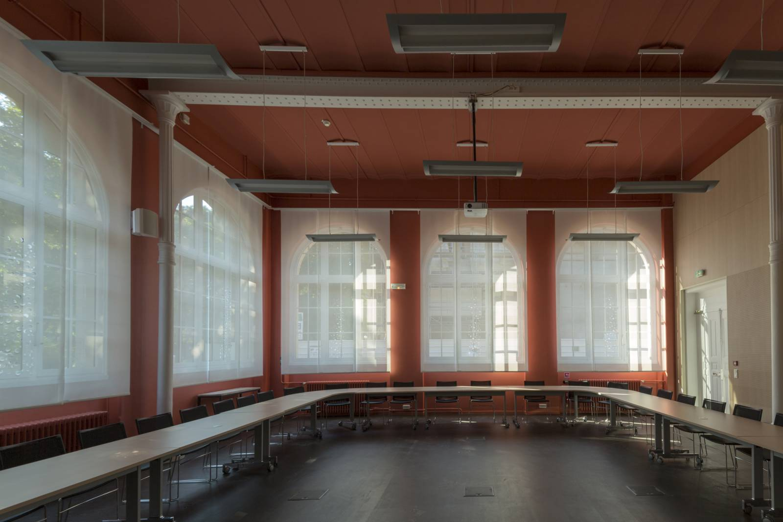 Protection solaire pour une salle de conseil-2