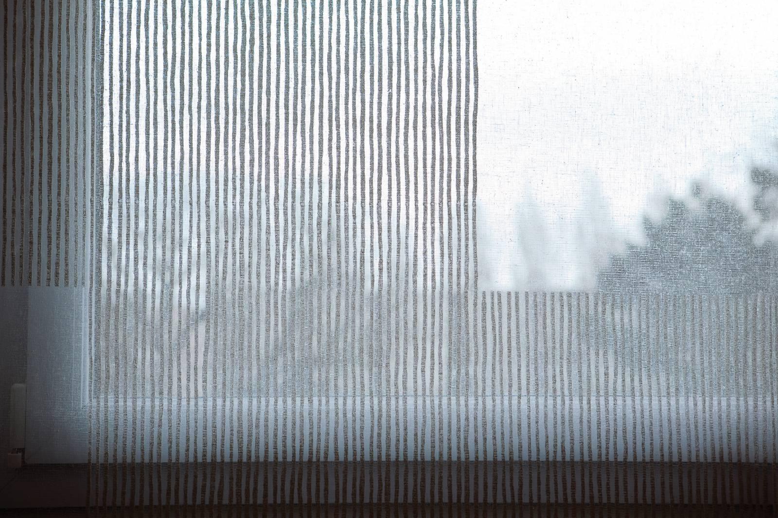 détails panneaux en tissu transparent