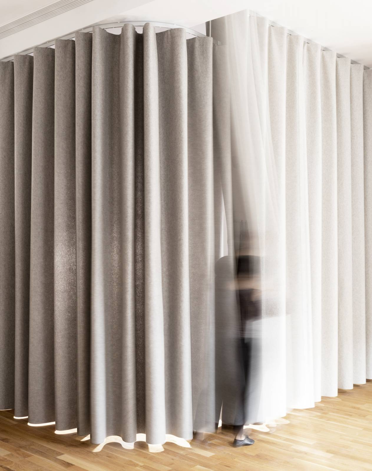 namad-XL-wave-curtains-closed-position