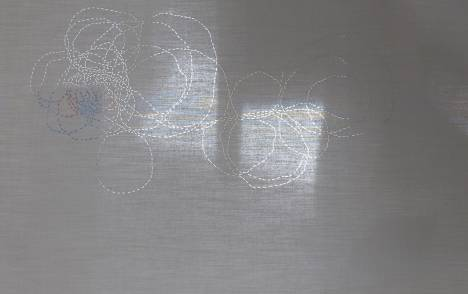 "Translucent glass panels ""Infinite path"" : example"