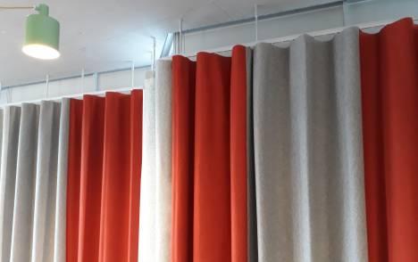 Réalisation feutre acoustique rideaux cintrés