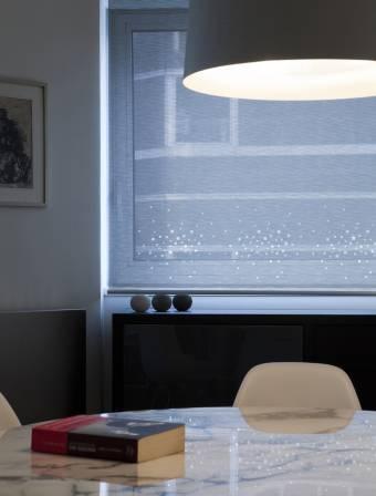 """Store enrouleur écran solaire """"Petites fenêtres"""""""